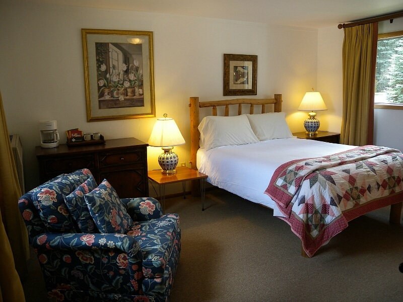 Affordable, relaxing and welcoming, our favorite accommodates are Redstone Cliffs Lodge cabins.