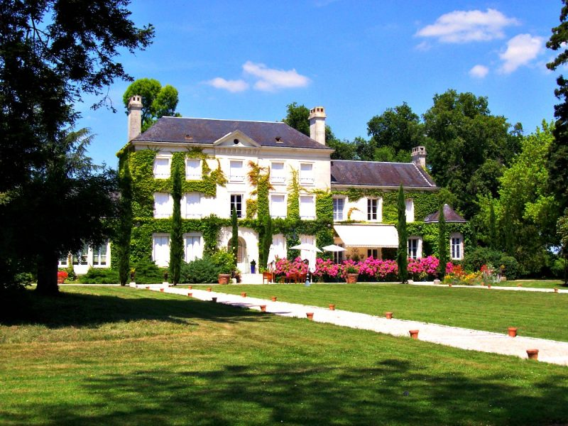 CASTLE: B&B Loire Valley, Chateau Herissaudiere, Pernay, France