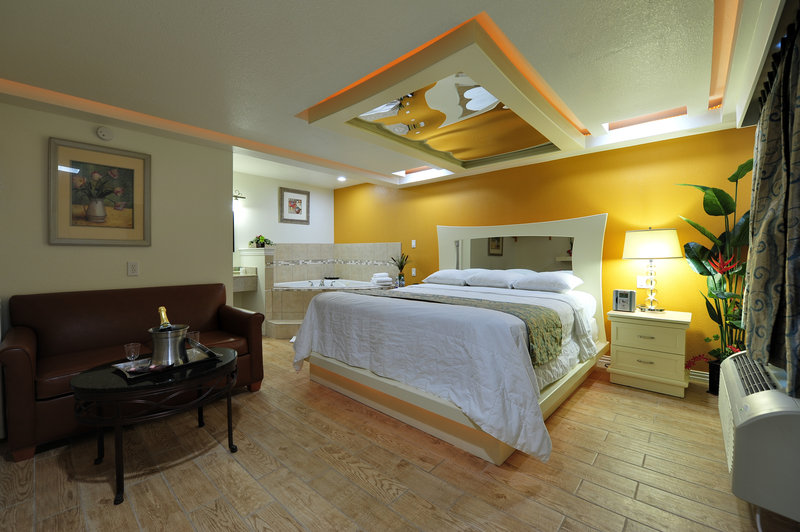 Elevate the romance with a stay in a honeymoon suite at Romantic Inn & Suites, a boutique hotel in Dallas