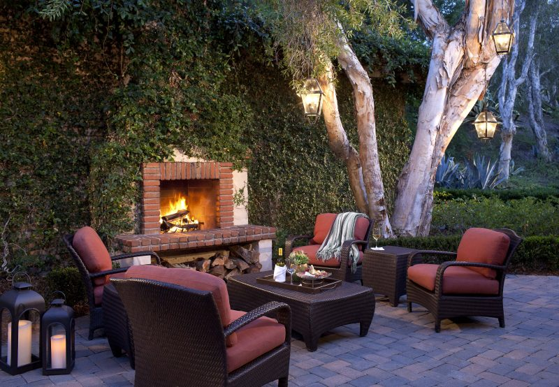 Gather around the fireplace and enjoy your Black Friday Cyber Monday travel deal. Photo credit: Rancho Bernardo Inn, San Diego, CA