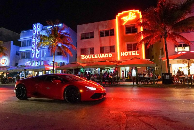 6 Best cities to visit in Florida include a stop to see the neon lights of South Beach Miami