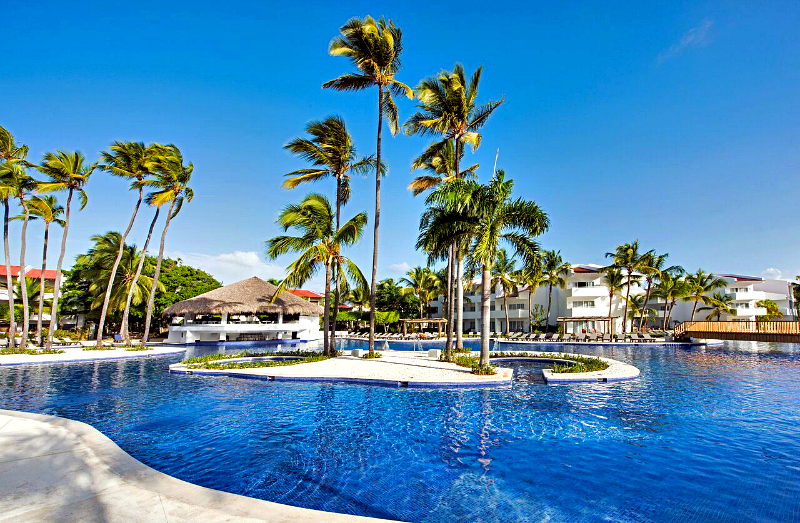 Plan your tropical and poolside adventure with these April travel deals from Barcelo Hotel Group. Photo credit: Occidental Punta Cuna