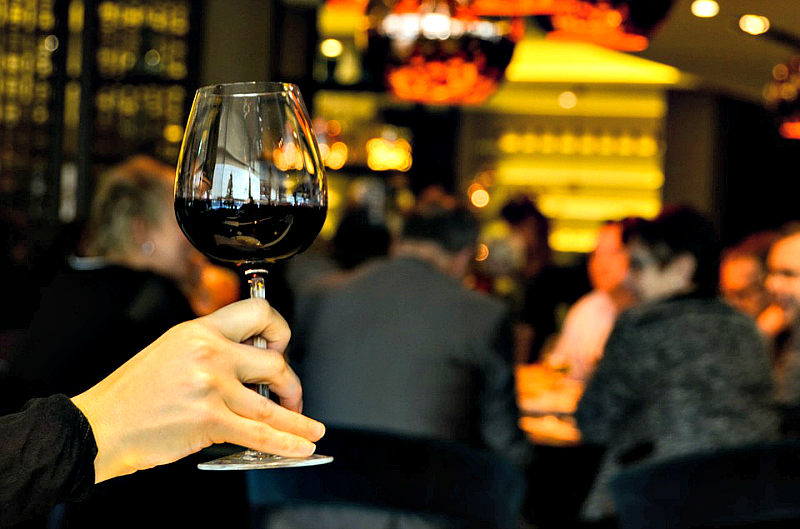 Taste great food and fine wine during Lake Geneva, WI events