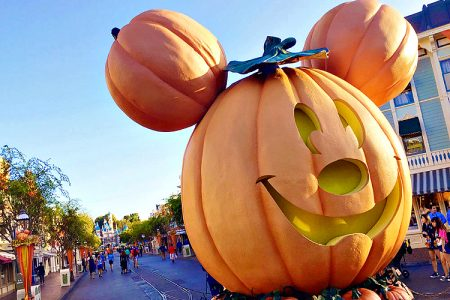 Get ready to dress up your little ghosts and goblins for the spookiest show (and not-so-spooky) of the year : Disney Halloween 2018.