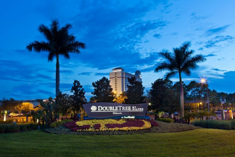 For easy access to all the Orlando theme parks, don't miss this amazing summer travel deal. Photo: Doubletree by Hilton Orlando at Seaworld.