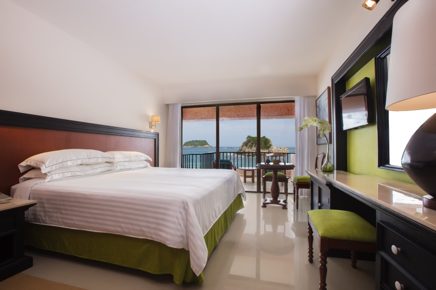 Barceló Huatulco is an all-inclusive hotel located in the Bay of Tangolunda in Mexico