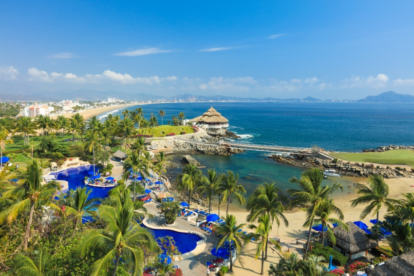 Why yes you can lounge on this beautiful beach in Manzanillo, Mexico at the Barcelo Karmina