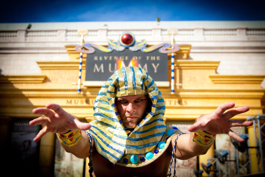 Based on the popular Mummy films, the world's first psychological thrill ride places riders in seeming jeopardy, bringing them face-to-face with both physical and psychological fears Ð fear of the dark, fear of bugs, fear of fire, fear of falling, fear of being out of control and more.