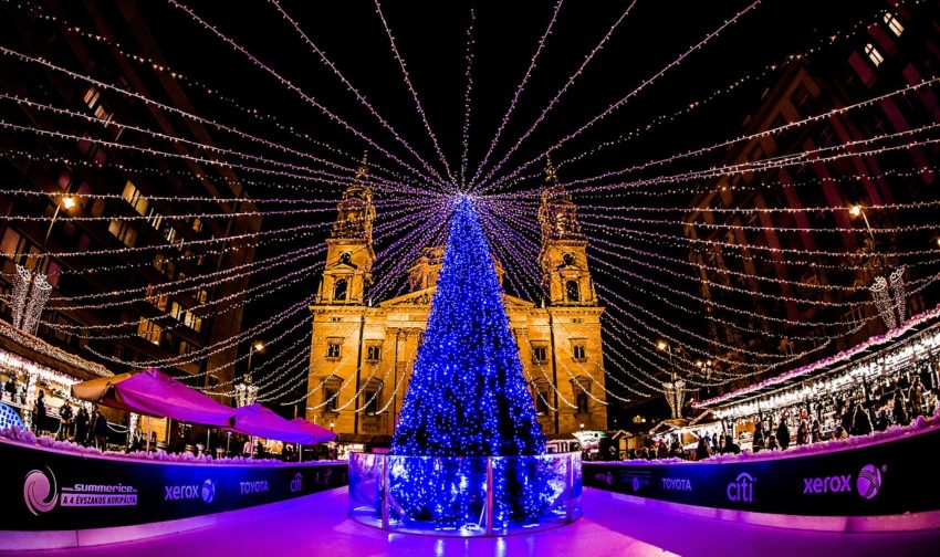 As the oldest festive market in the Hungarian capital, Budapest Christmas Fair and Winter Festival takes place at Vörösmarty Square in the center of the city.