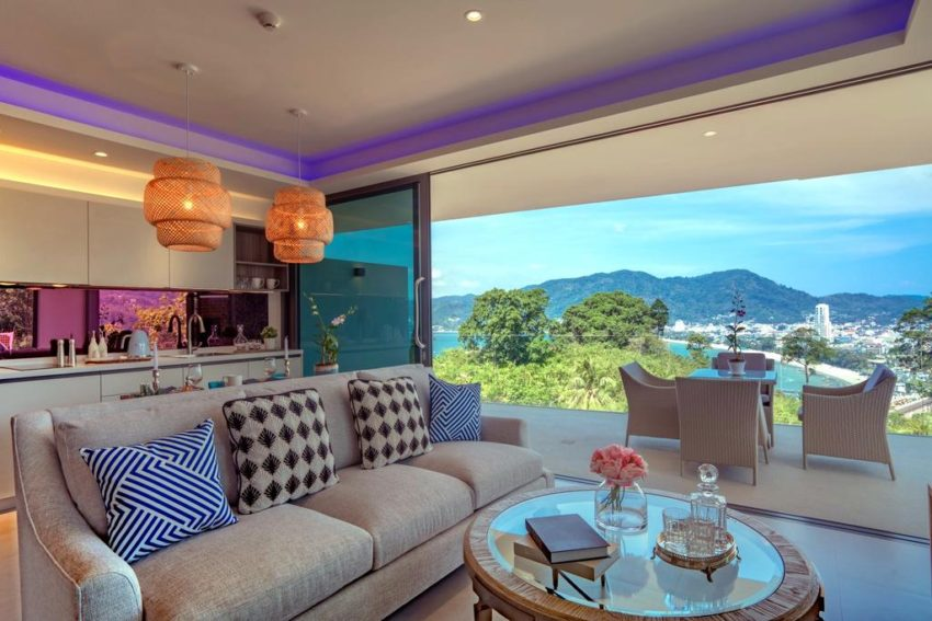 A short 8-minute walk from Patong Beach in Phuket, Patong Heights has accommodations with a restaurant, free private parking, an outdoor swimming pool and a bar.