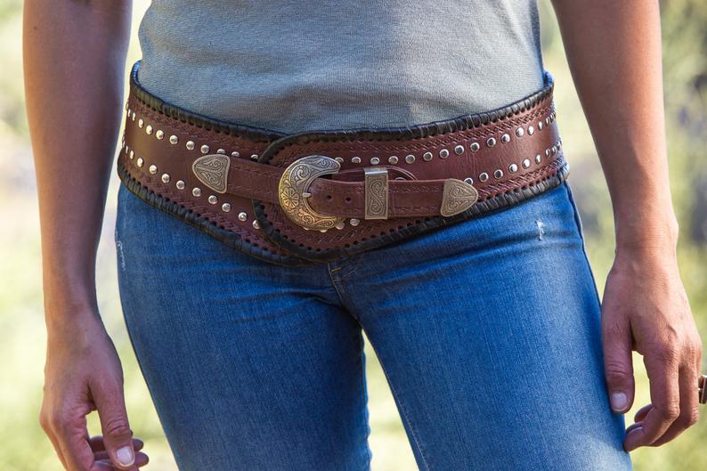 Trends in western wear for women include hip-hugging wide belts. Photo: Etsy