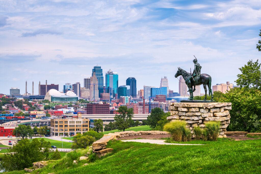 Kansas City, Missouri, USA downtown skyline.