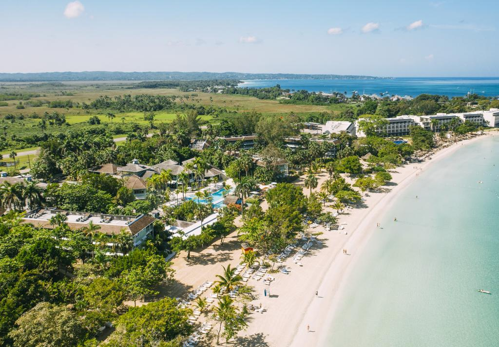 One of four adults-only Couples resorts is Couples Negril is located on the beachfront just outside Negril, on the western tip of Jamaica. Photo: Couples Resorts