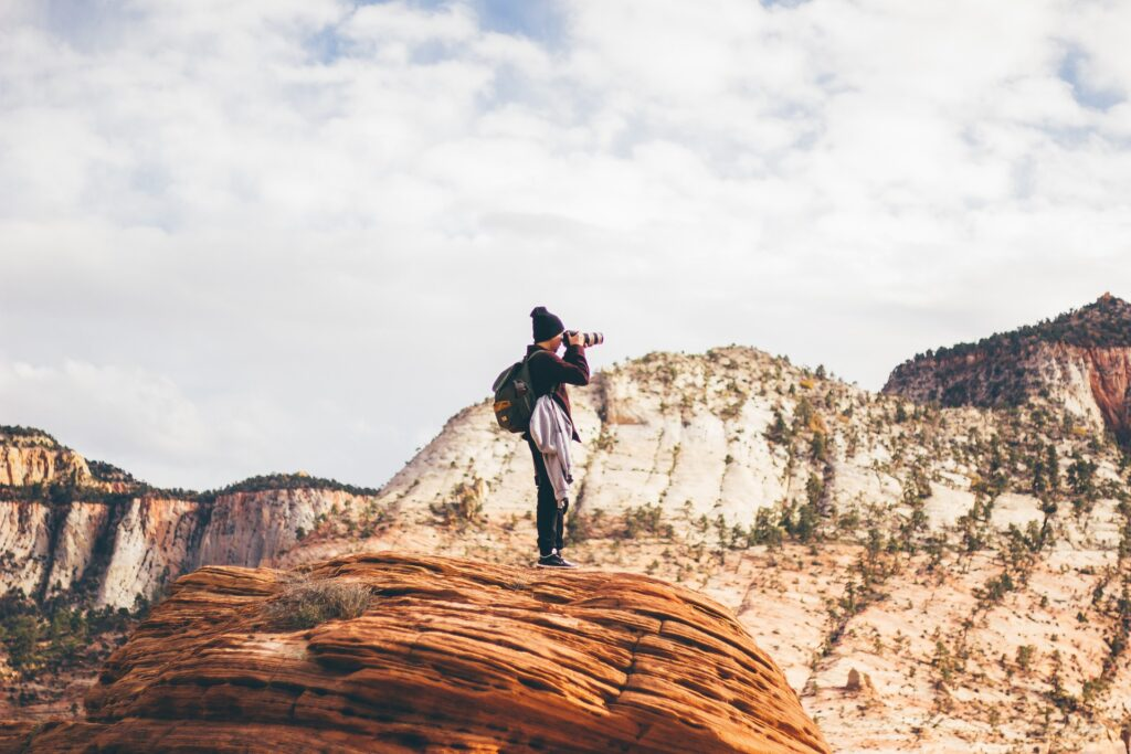 What are the Game-Changing Gadgets For Travel Vloggers? Photo: Pixabay