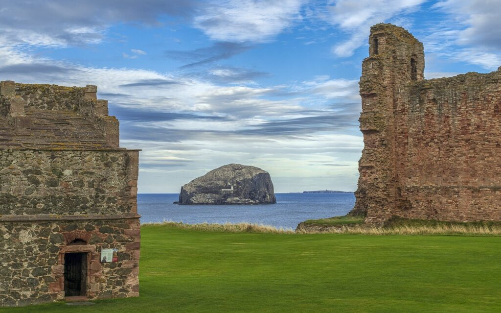 Set high on a cliff edge and featuring a massive red sandstone curtain wall, Tantallon Castle was home to the Red Douglas dynasty.