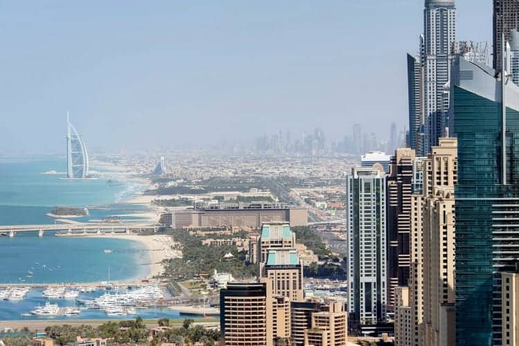 Considering starting a business in Dubai? Read our basic business tips for women entrepreneurs.