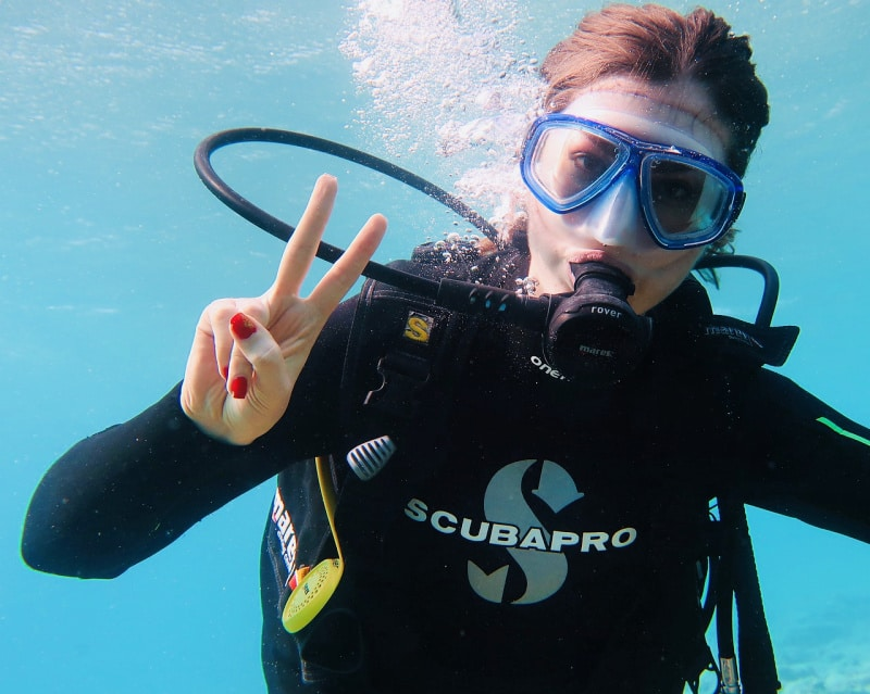 Scuba diving refresher tips include keeping your mask clean.