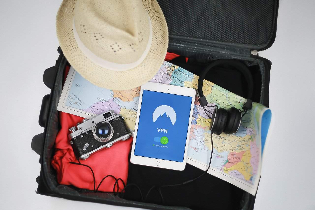 From cameras to passports to electronics, 11 things to pack for a vacation. Photo: Pixabay